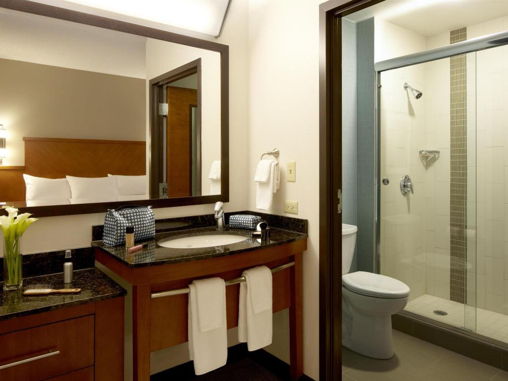 Bathroom Hyatt Place Orlando Airport