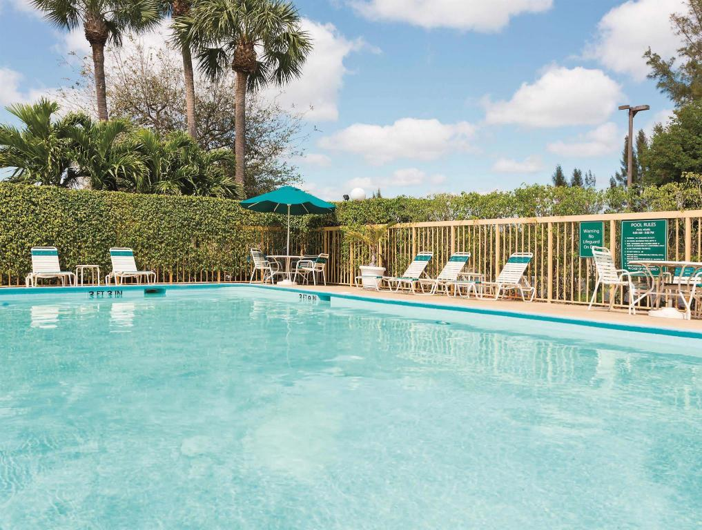 Swimming pool La Quinta Inn West Palm Beach - Florida Turnpike