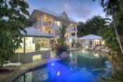 The Port Douglas Queenslander Apartment