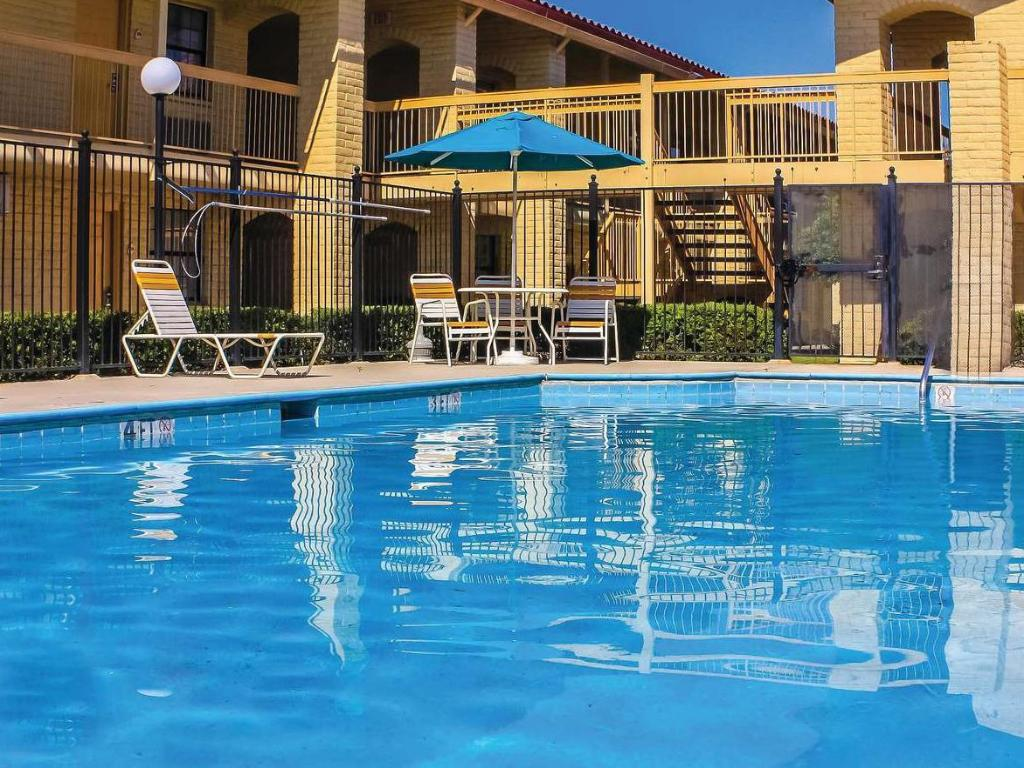 Piscina Days Inn by Wyndham Sulphur West