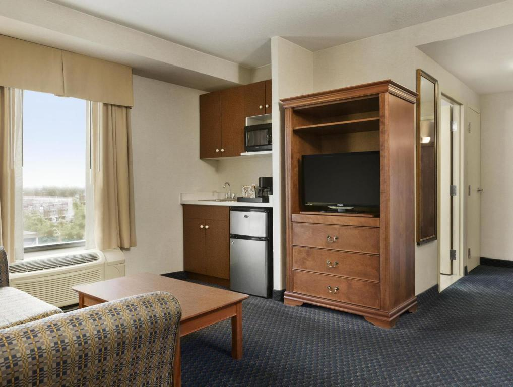 Hotellet indefra Days Inn & Suites by Wyndham Niagara Falls Centre St. By the Falls