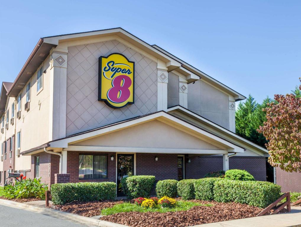 Super 8 By Wyndham Charlotte/Amusement Park Area