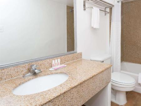 Bathroom Travelodge by Wyndham Phoenix Downtown