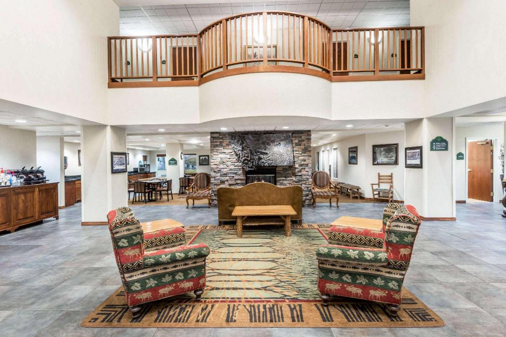 Lobby Wingate by Wyndham Missoula Airport