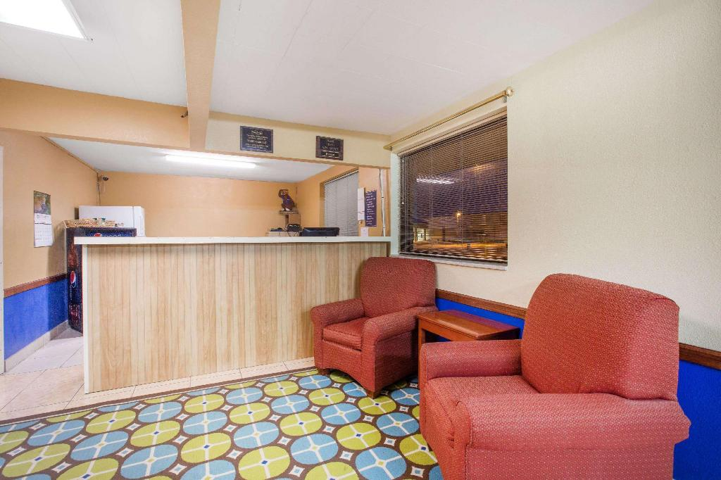 Vestabils Travelodge by Wyndham Great Bend