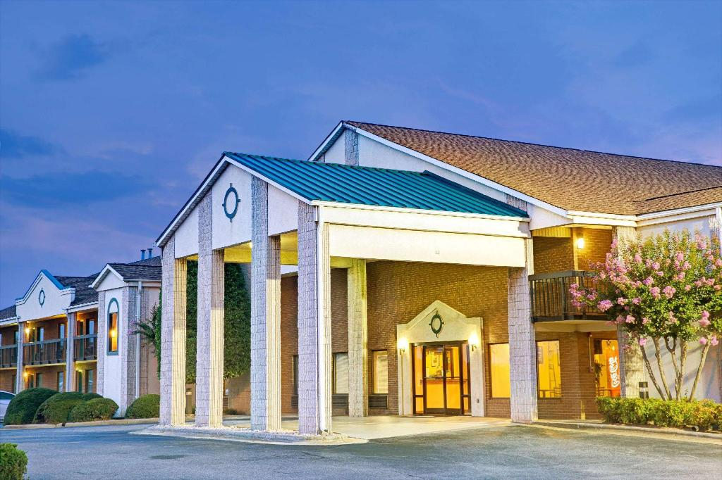 Days Inn by Wyndham Mooresville Lake Norman