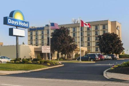 Exterior view Days Hotel by Wyndham Buffalo Airport