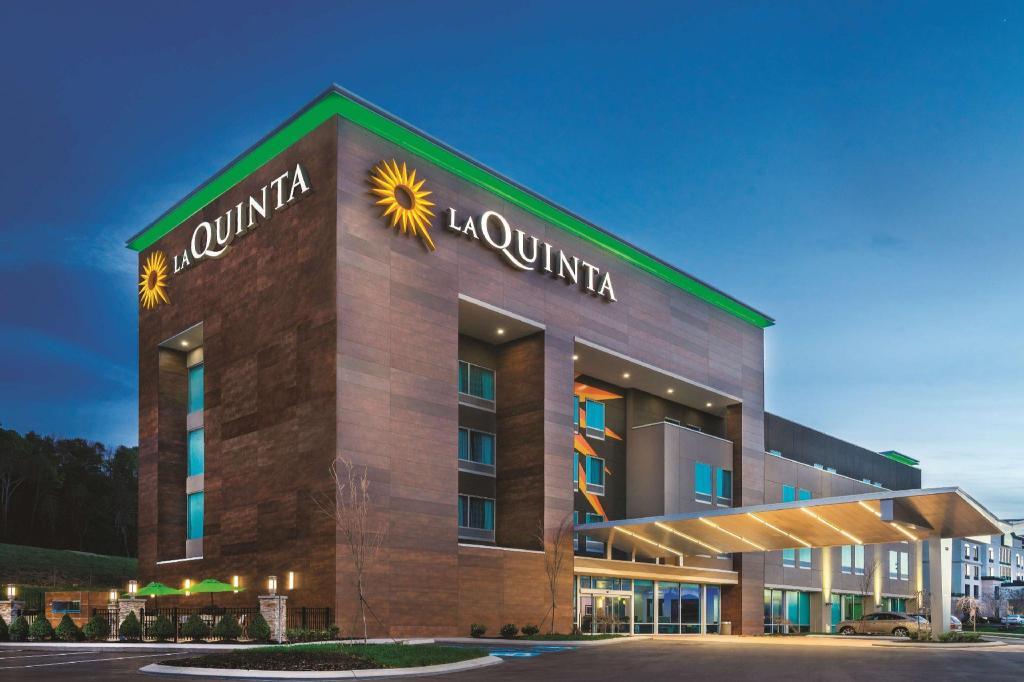 La Quinta Inn & Suites by Wyndham Cleveland TN Hotel (Cleveland (TN)) -  Deals, Photos & Reviews