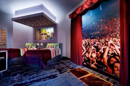 Kids Suite - King Bed and Two Single Beds - Вітальня Universal's Hard Rock Hotel