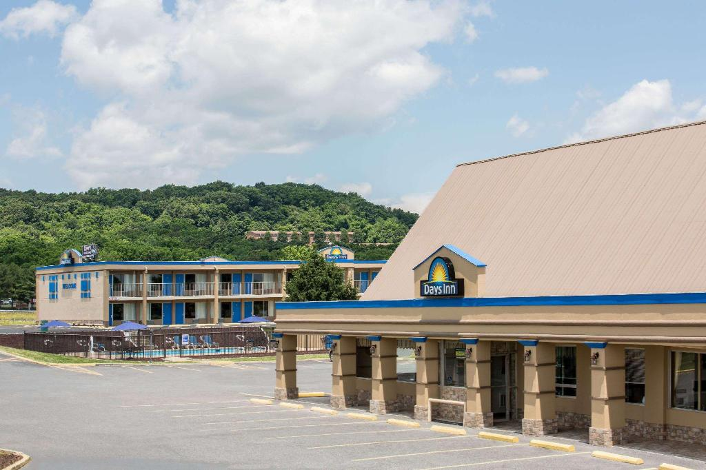 Days Inn by Wyndham Staunton South