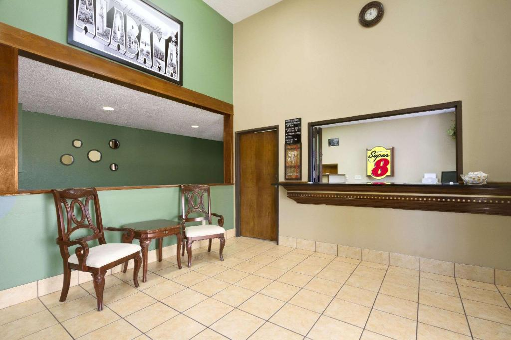 Lobi Super 8 By Wyndham Huntsville Alabama