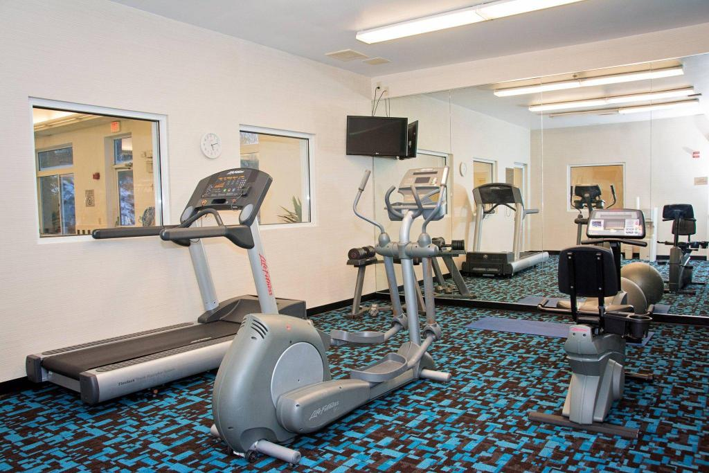 Fitnesa centrs Fairfield Inn & Suites Butler