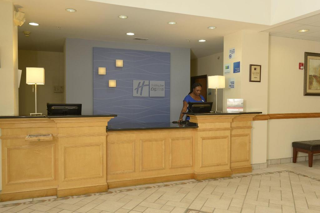 Lobi Holiday Inn Express Hotel & Suites - Wilson - Downtown