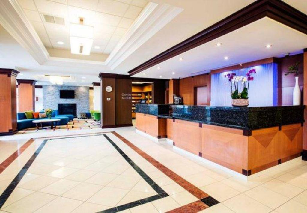 Lobby Fairfield Inn & Suites by Marriott Toronto Airport