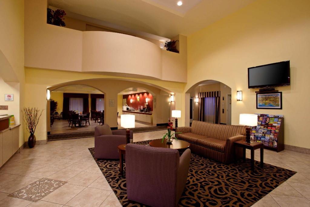 Lobby La Quinta Inn Suites Ne Long Beach Cypress