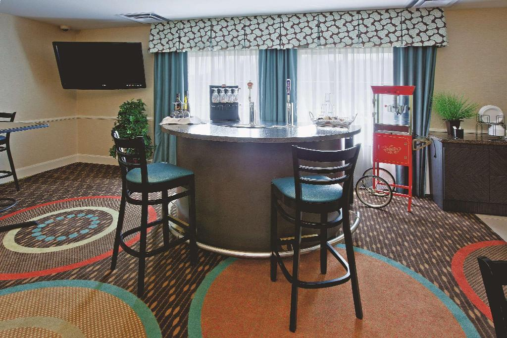 לובי La Quinta Inn & Suites Columbus - Edinburgh