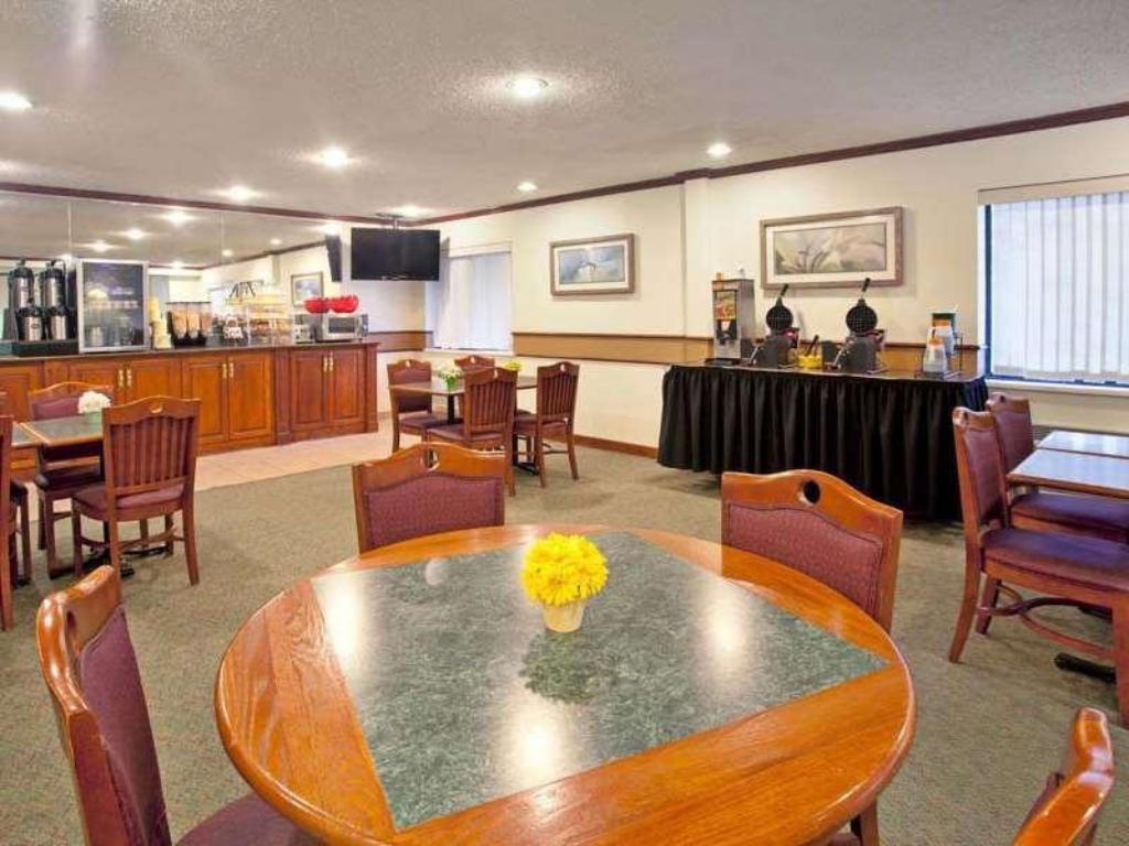 בית קפה La Quinta Inn Indianapolis East-Post Drive