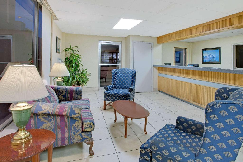 Lobi Travelodge by Wyndham Orlando Downtown Centroplex