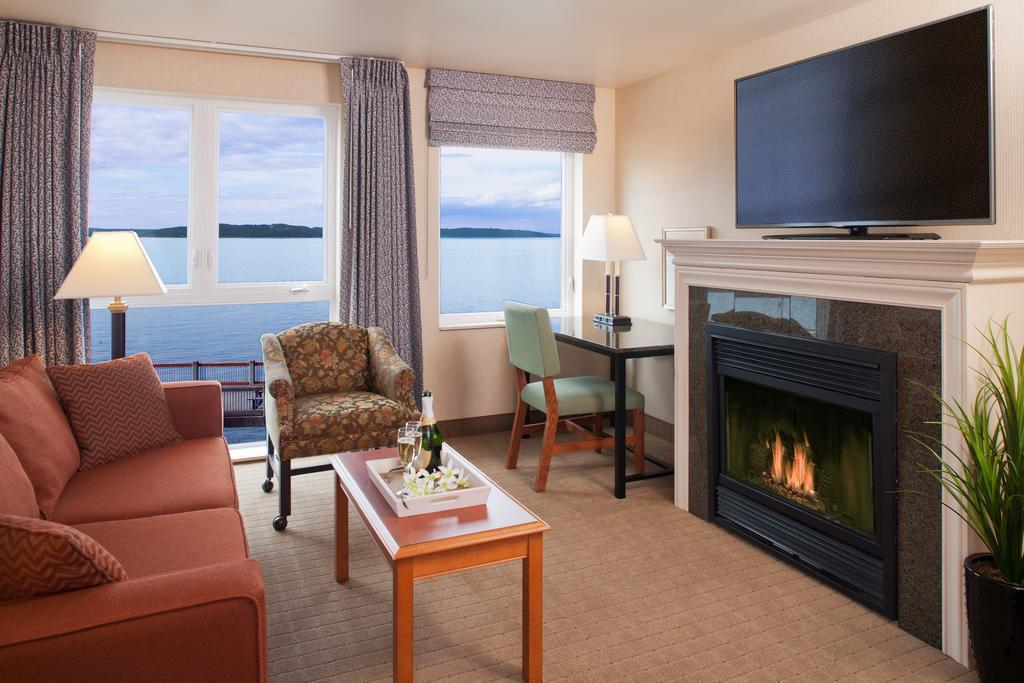 Premier King Suite with Water View