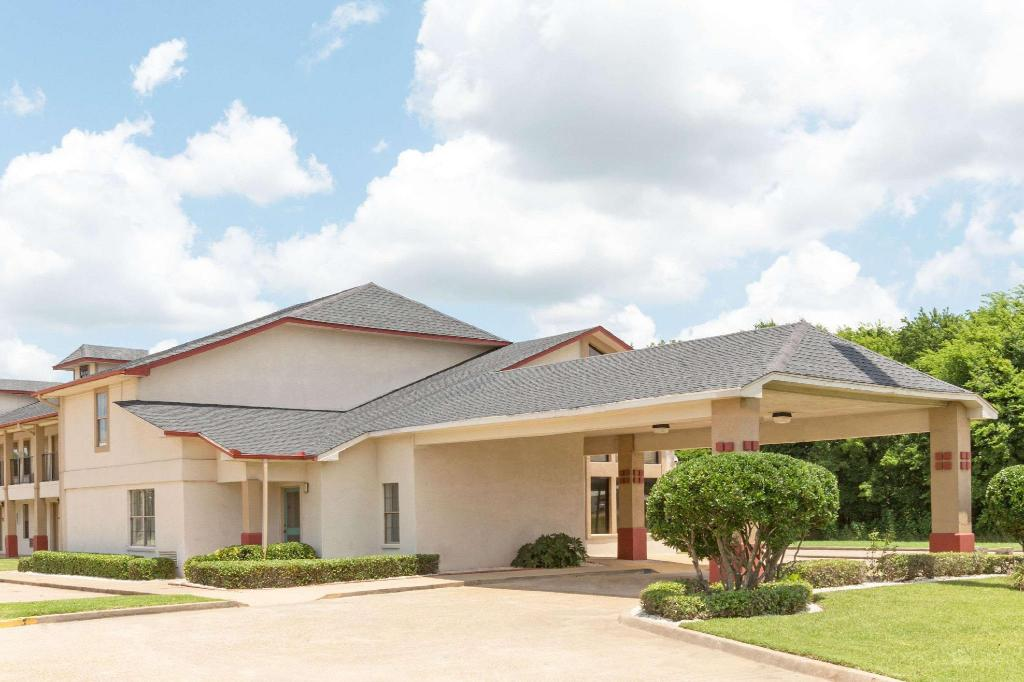 Super 8 By Wyndham Bossier City/Shreveport Area