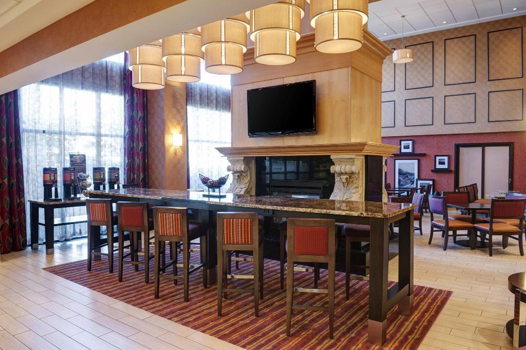 Lobi Hampton Inn & Suites Langley-Surrey