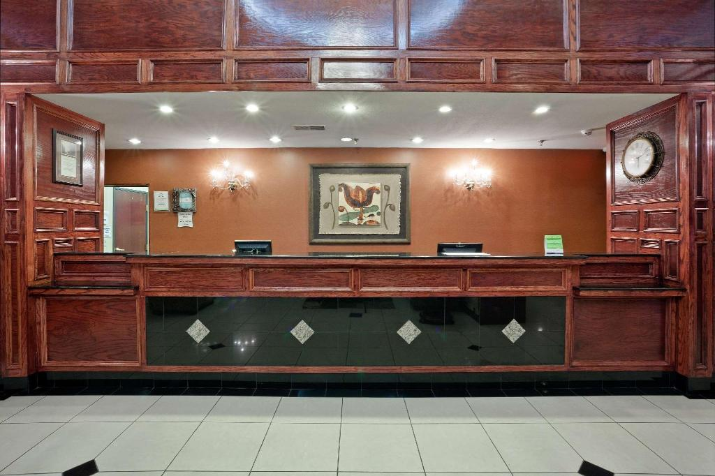 Lobi La Quinta Inn & Suites Dodge City