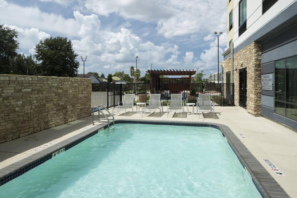 Swimming pool [outdoor] Fairfield Inn & Suites Houston Pasadena