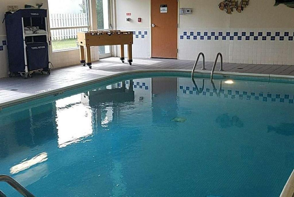 Swimming pool AmericInn by Wyndham Moline Airport Quad Cities