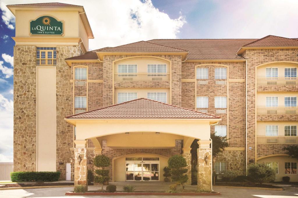 La Quinta Inn Suites By Wyndham Dallas South Desoto Hotel Dallas Tx Deals Photos Reviews