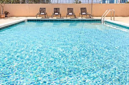 Swimming pool [outdoor] Days Inn by Wyndham Fort Lauderdale Hollywood/Airport South
