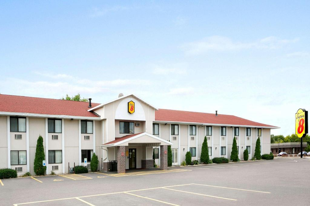 Super 8 By Wyndham Eau Claire Wi