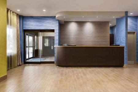 Lobby Travelodge by Wyndham Toronto East