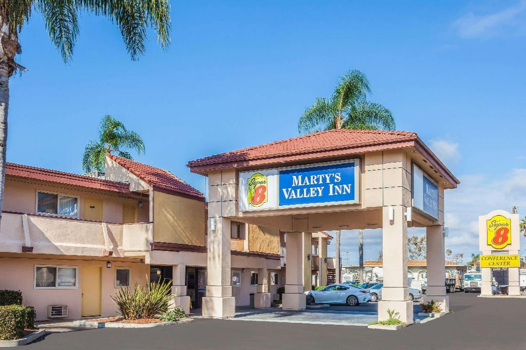 Super 8 By Wyndham Oceanside Marty'S Valley Inn