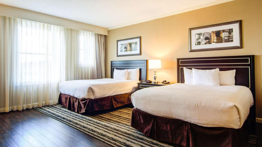 Premier Luxury Room with Two Double Beds - Bed