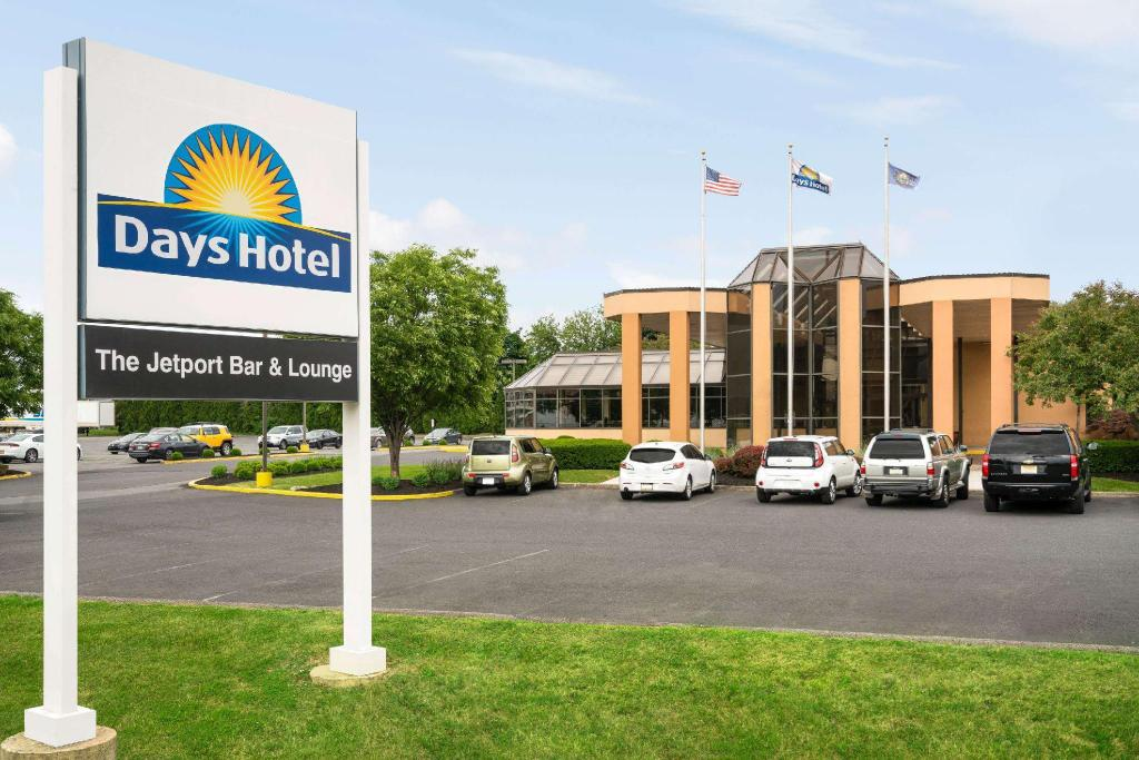 More about Days Hotel by Wyndham Allentown Airport / Lehigh Valley