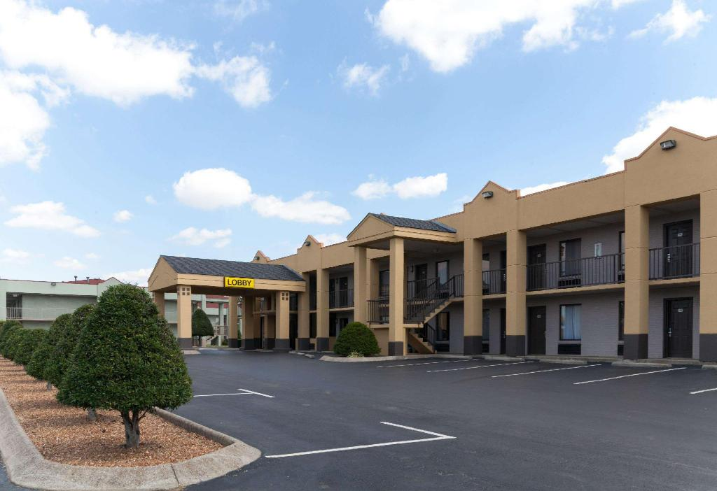 Super 8 By Wyndham Clarksville Northeast