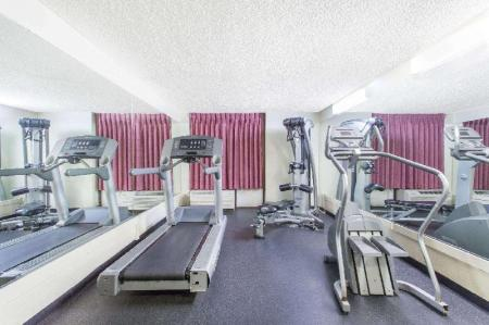 Fitness center Days Hotel by Wyndham Oakland Airport-Coliseum