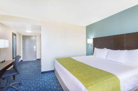 1 King Bed Accessible Non-Smoking Days Hotel by Wyndham Oakland Airport-Coliseum