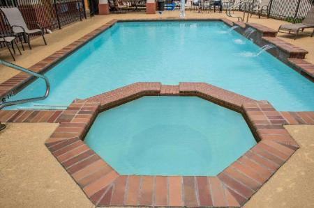 Swimming pool [outdoor] Days Inn by Wyndham Humble/Houston Intercontinental Airport
