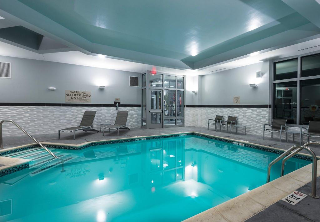 Kolam renang Residence Inn Boston Needham