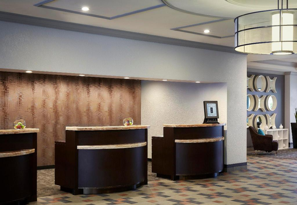 Lobi Costa Mesa Marriott
