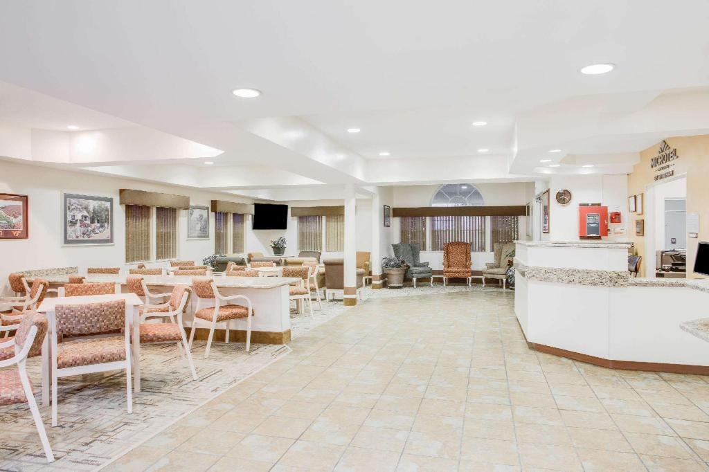 לובי Microtel Inn & Suites by Wyndham Christiansburg/Blacksburg