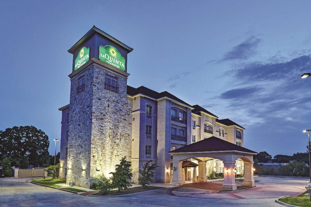 DFW机场西拉昆塔酒店及套房 - 尤利斯 (La Quinta Inn & Suites DFW Airport West - Euless)