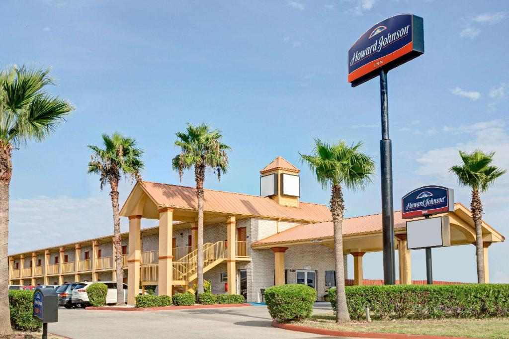 More about Howard Johnson by Wyndham Galveston