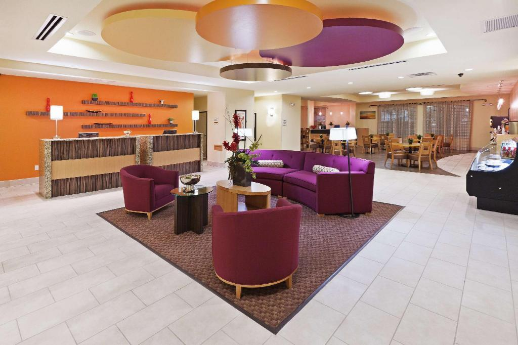 לובי La Quinta Inn & Suites Dallas Love Field