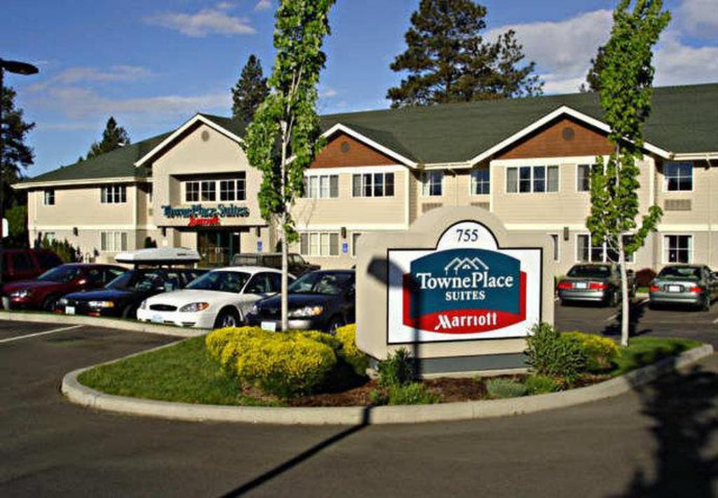 巴彻勒山镇广场套房酒店 (TownePlace Suites Bend Near Mt. Bachelor)