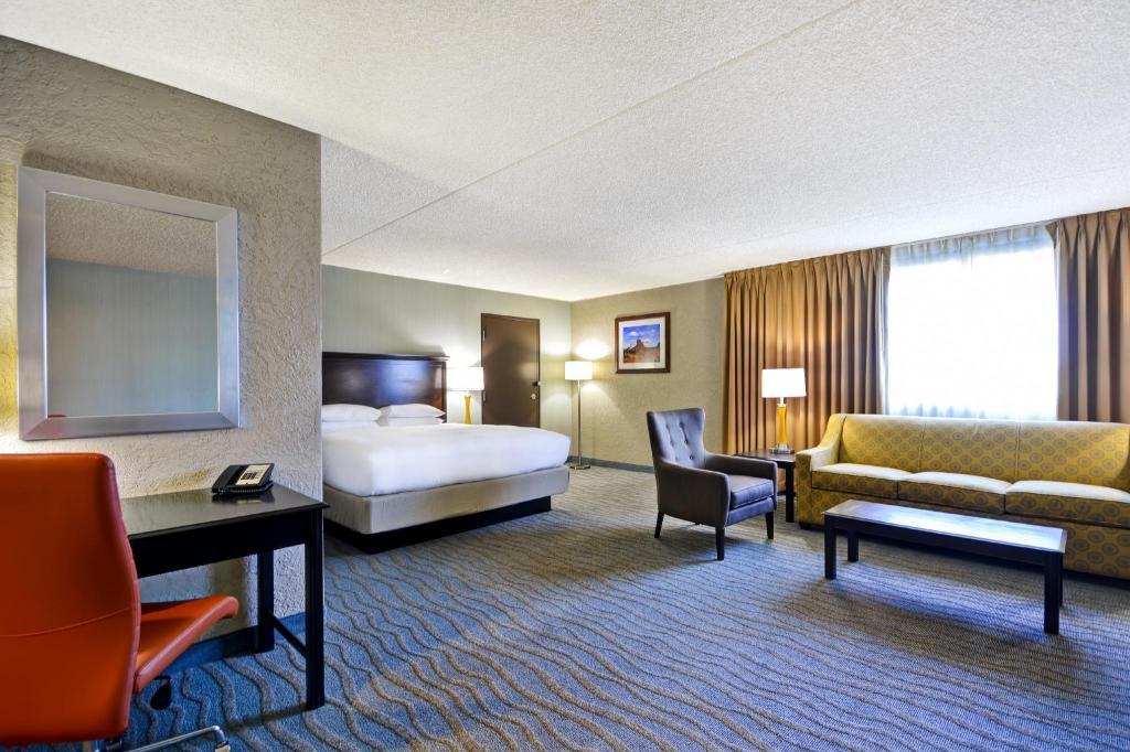 Pleasing Doubletree By Hilton Phoenix North In Phoenix Az Room Machost Co Dining Chair Design Ideas Machostcouk