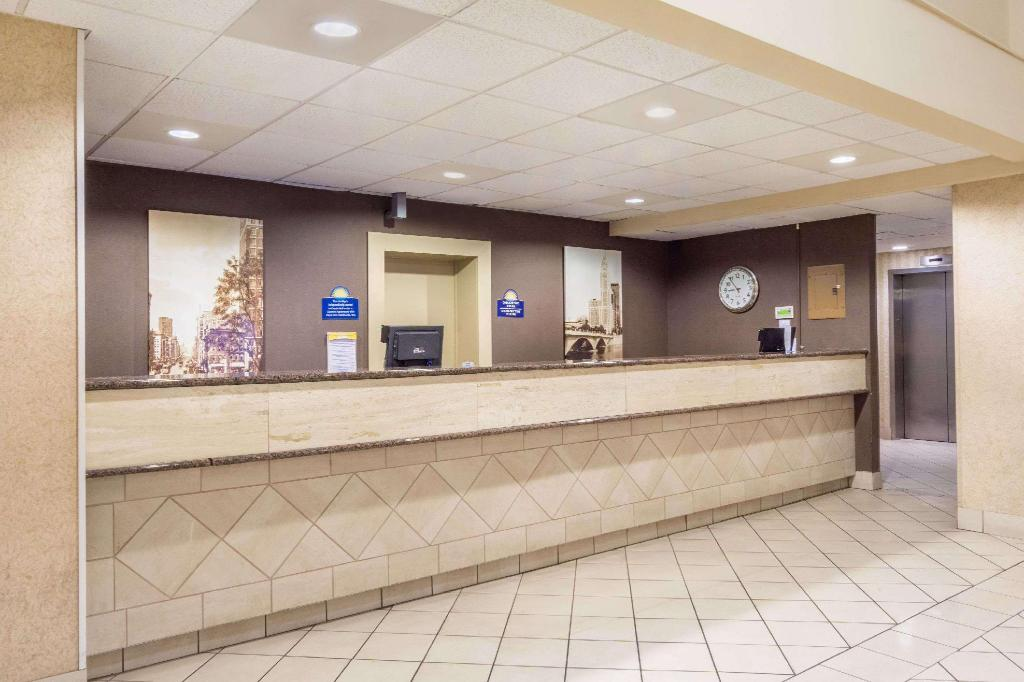 לובי Days Inn by Wyndham Columbus Airport