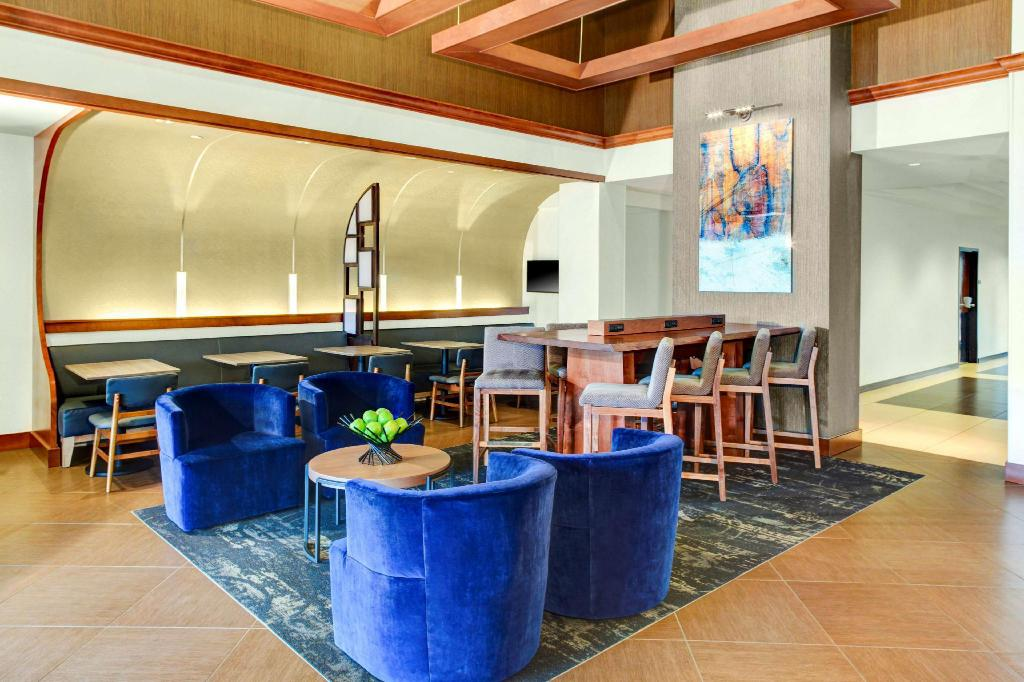 לובי Hyatt Place Albuquerque Airport
