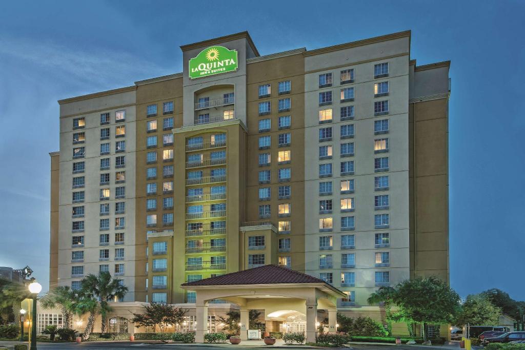 La Quinta Inn Amp Suites By Wyndham San Antonio Riverwalk In